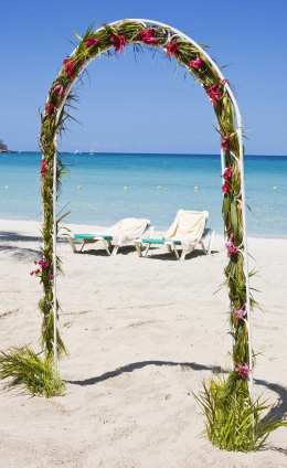 a cheap florida beach wedding does not need many decorations