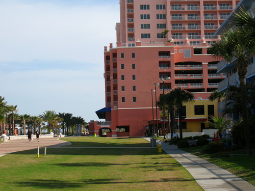 looking north along the clearwater beachwalk during breakfast at crabbys