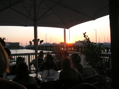 the ocean breeze restaurant has great view of the intercoastal waterway