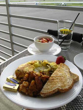 breakfast at the hanger restaurant omelet