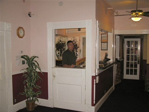 dinner at grayls hotel reservation desk