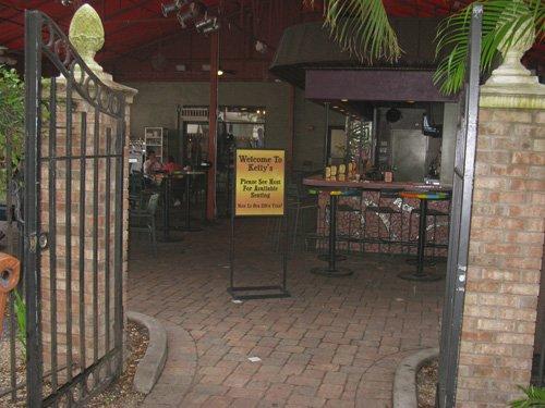 back entrance for breakfast at kellys restaurant in dunedin fl