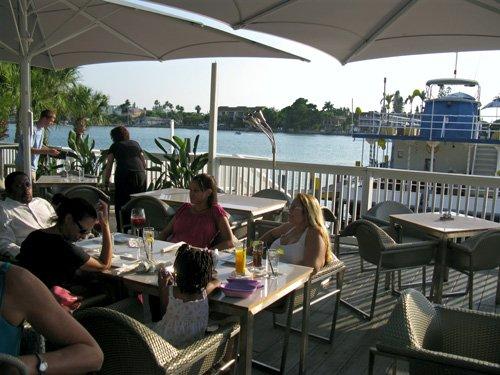the ocean breeze restaurant has great view of the intercoastal waterway